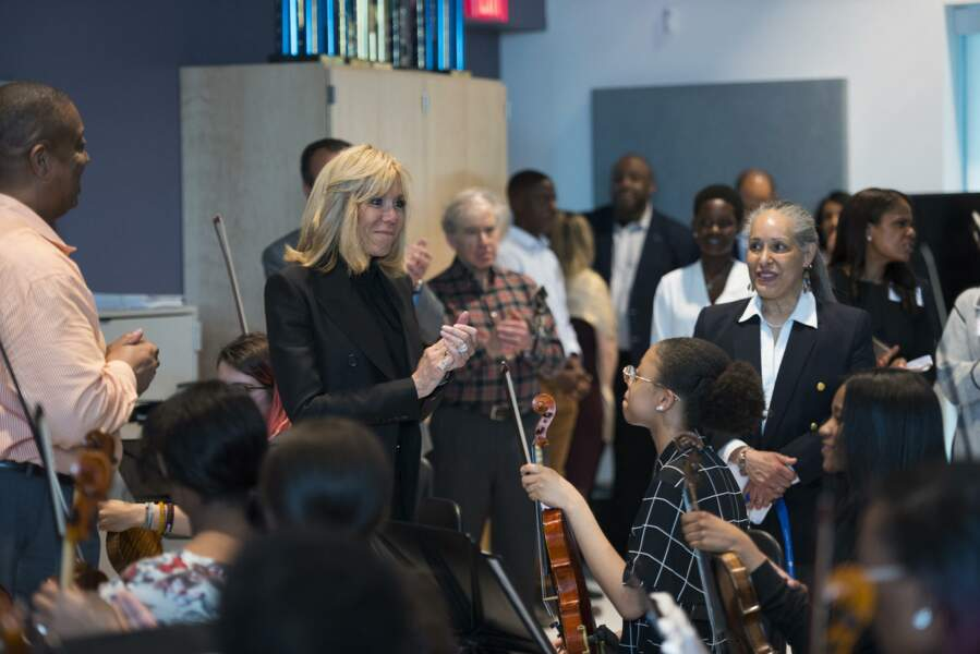Brigitte Macron en visite à la Duke Ellington School of Arts, à Washington