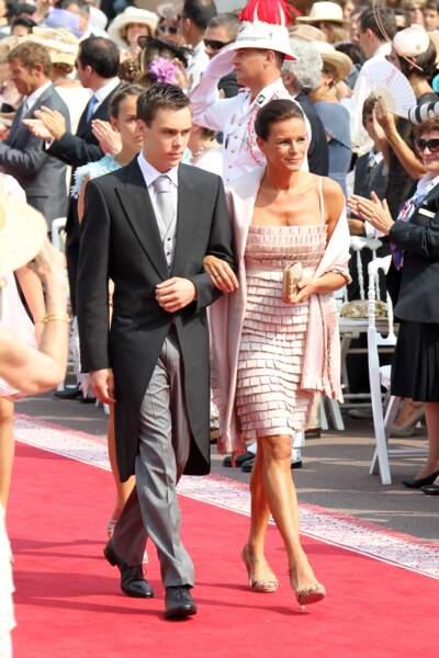 Stéphanie au bras de Louis Ducruet, lors du mariage religieux d'Albert et Charlène de Monaco, le 2 juin 2011