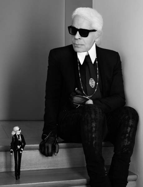 Karl Lagerfeld et la poupée Barbie qu'il a relooké Barbie en 2014