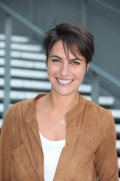 Alessandra Sublet et sa coupe courte avec longues mèches, effet coiffé/décoiffé, en 2010 à Paris