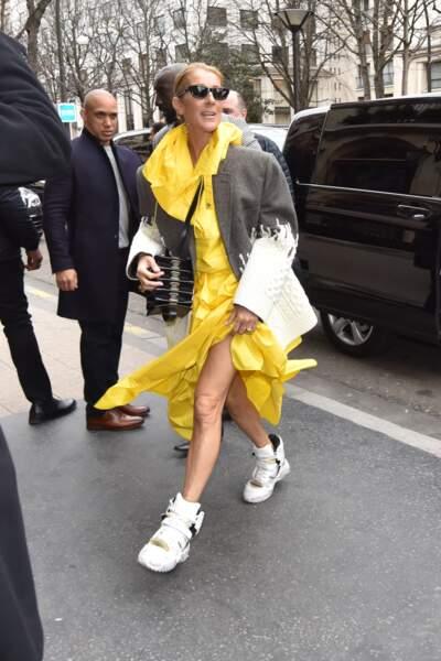 Céline Dion avec une paire de baskets Martin Margiela à 897 €