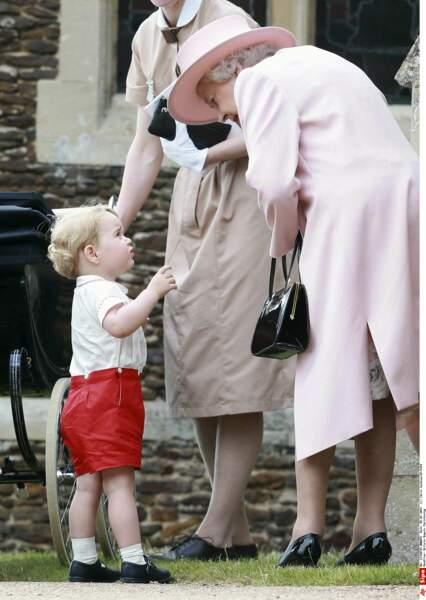 Prince George avec son arrière grand-mère la Reine Elisabeth (juillet 2015)