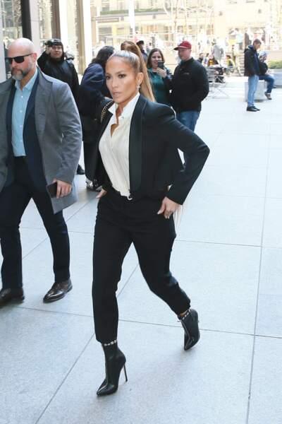 Jennifer Lopez en look incroyable et chevelure de sirène