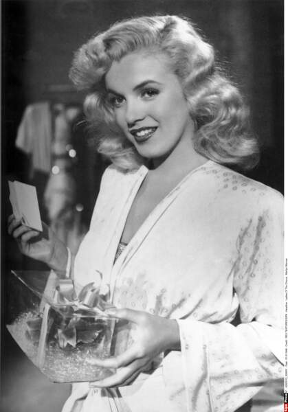 1948, dans Les reines du Music Hall, visage aminci, traits affinés, cheveux peroxydés, Marilyn est née