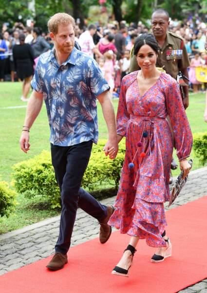Meghan Markle, dans une robe bucolique ceinturée avec des pompons, à Suva, aux Fidji, le 24 octobre 2018.