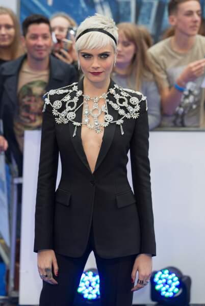 Cara Delevingne : un look ultra chic et remarqué pour la première de Valerian à Londres