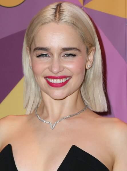 Un carré avec raie au milieu comme Emilia Clarke