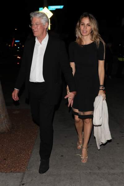Richard Gere et Alejandra Silva à la sortie d'un restaurant