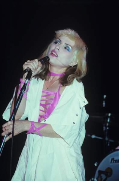Debbie Harry sur scène à Los Angeles en 1977