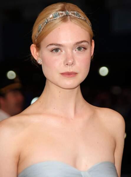 Le headband bijou de Elle Fanning