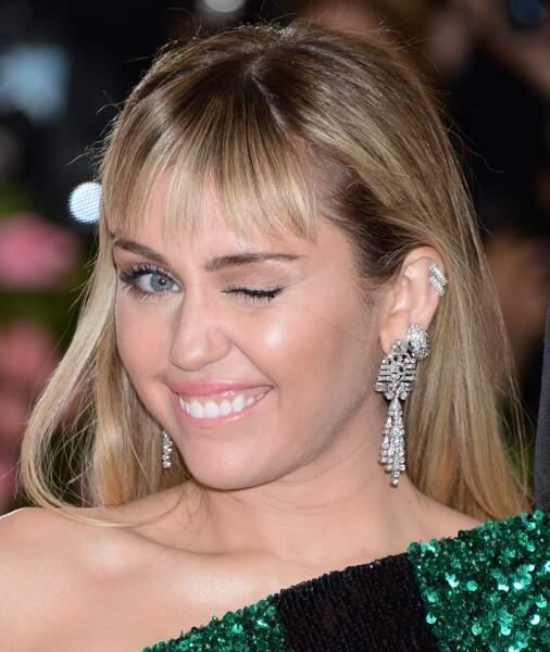 La coloration coconut toasted hair parfaite sur Miley Cyrus -
