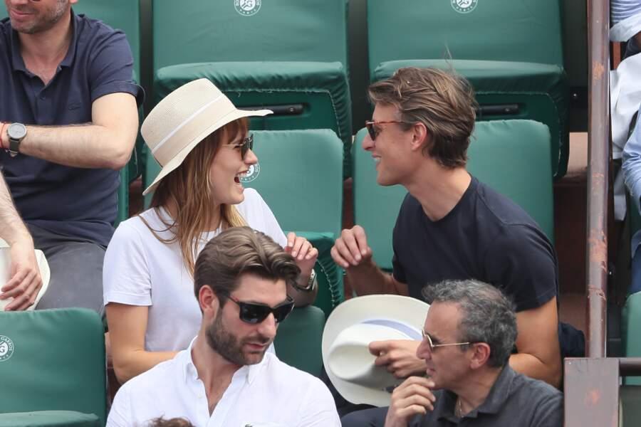 Ana Girardot, Arthur de Villepin et leur bonne humeur contagieuse à Roland Garros le 9 juin 2018