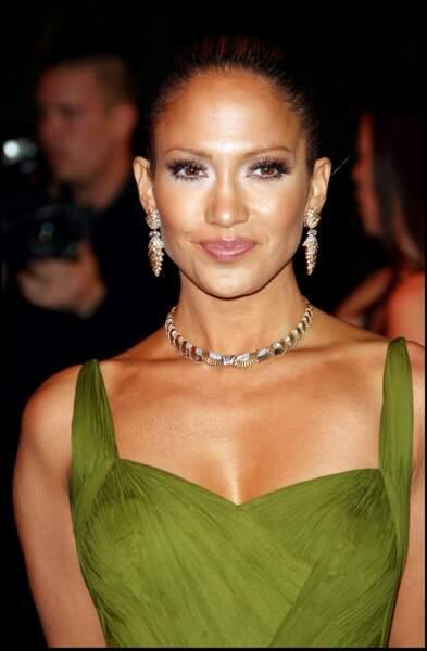2006 : Jennifer Lopez radieuse en robe décolleté et peau caliente