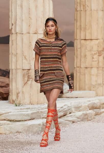 Chez Chanel, la femme prend des airs de déesse grecque avec ces spartiates flashy.