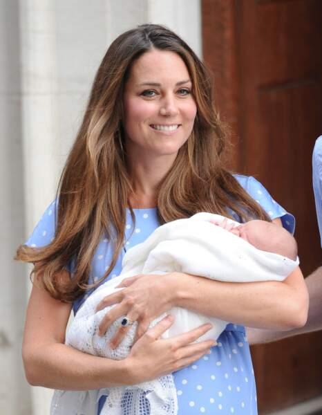 Pour la naissance du prince George, Kate avait choisi une robe bleue