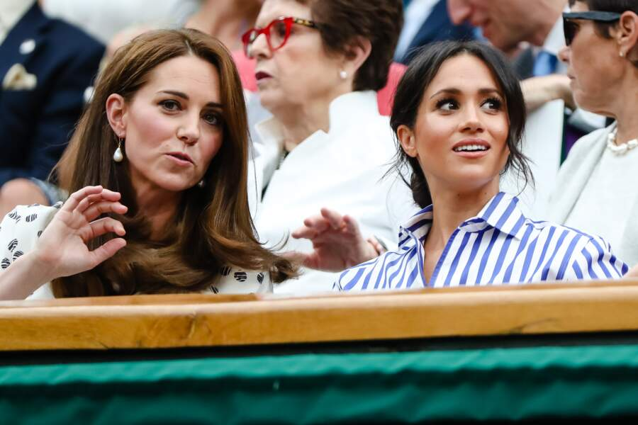 """Première sortie entre """"copines"""" pour Kate Middleton et Meghan Markle au tournoi de Wimbledon ce samedi 14 juillet."""
