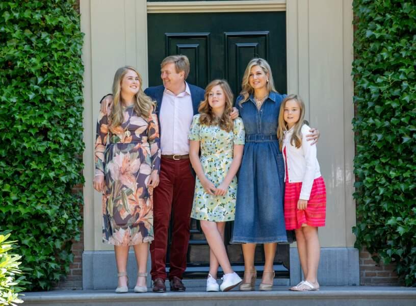 La reine Maxima et le roi Willem-Alexander des Pays-Bas, avec leurs filles à Wassenaar, le 13 juillet 2018