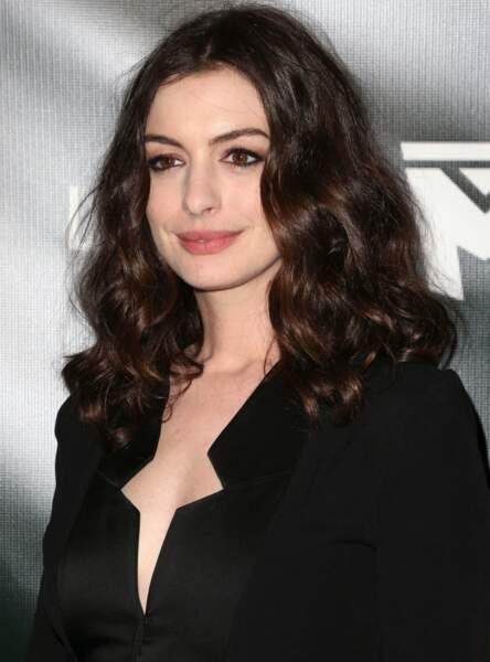 Les boucles naturelles d'Anne Hathaway