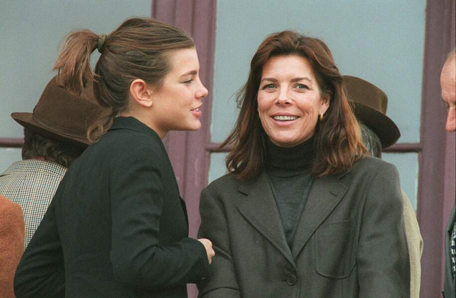 Charlotte Casiraghi et Caroline de Monaco en famille aux courses de Fontainebleau, en 2000