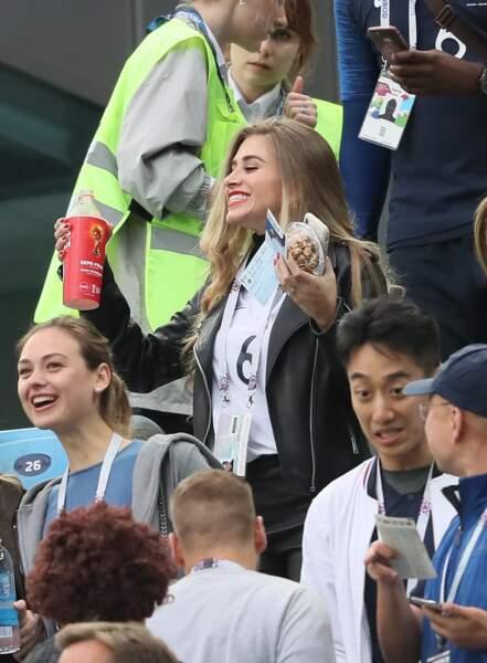 Maria Salues encourage les Bleus lors de la demi-finale face à la Belgique le 10 juillet 2018