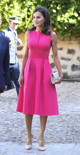 La robe de Letizia d'Espagne était sans manches et présentait une jupe évasée