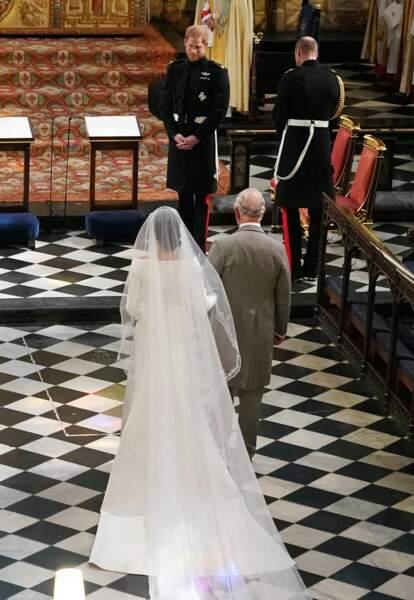 Le prince Charles accompagne Meghan Markle à l'autel
