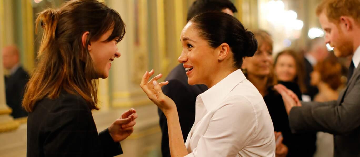 Meghan Markle est habillée dans un total look Givenchy. Une marque qu'elle affectionne particulièrement.