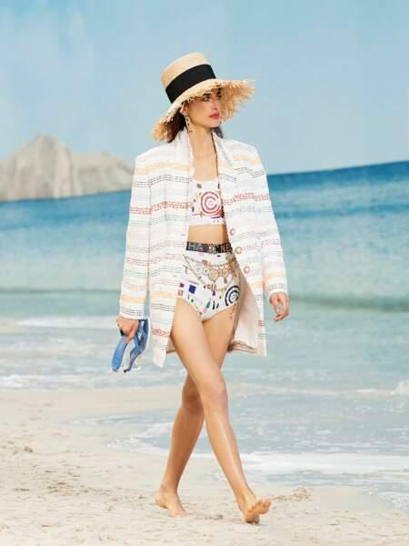 Chanel réinvente le chapeau de paille version ultra sophistiqué.