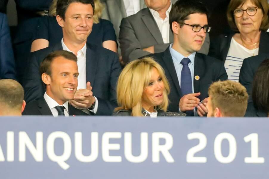 Brigitte Macron salue les joueurs