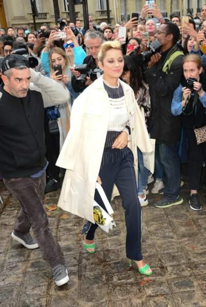 Marion Cotillard, radieuse, chez Valentino