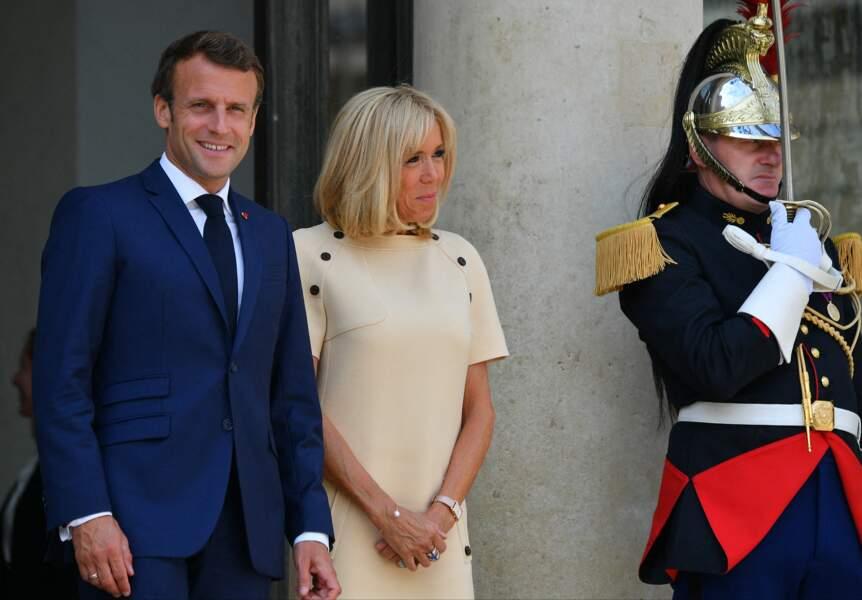 Brigitte Macron arborait une fois de plus un look sobre et chic