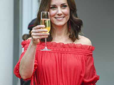 PHOTOS - Kate Middleton montre ses épaules : la photo qui va faire jaser