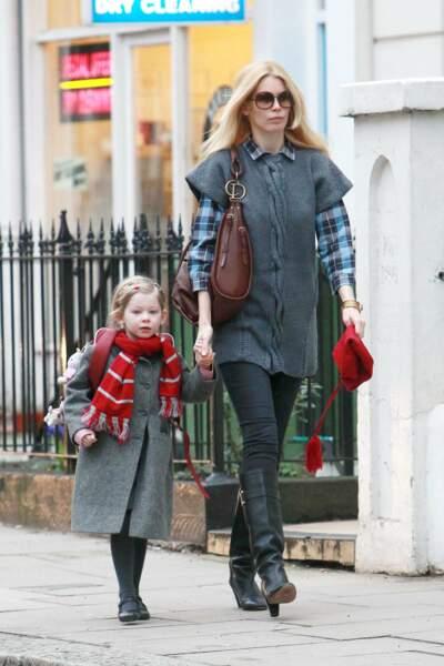 Claudia Schiffer et sa fille, Clémentine, en uniforme pour se rendre à Pembridge Hall, son école de West London.