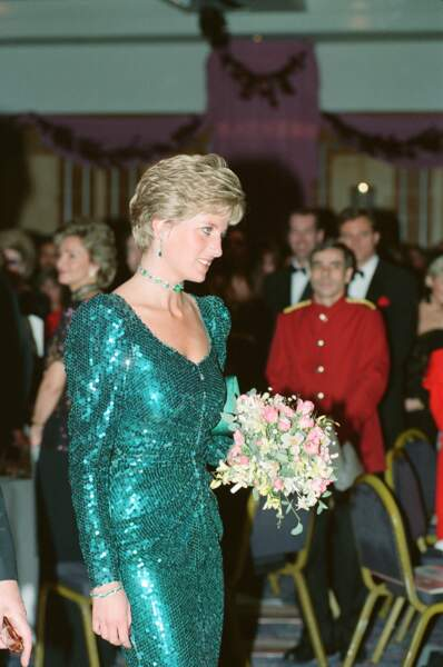Meghan Markle rend hommage à la robe à sequins Catherine Walker de Lady Di