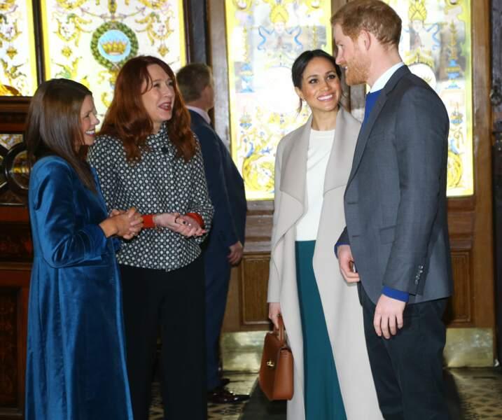 Le prince Harry et Meghan Markle visitent le Crown Bar, un pub en centre ville de Belfast