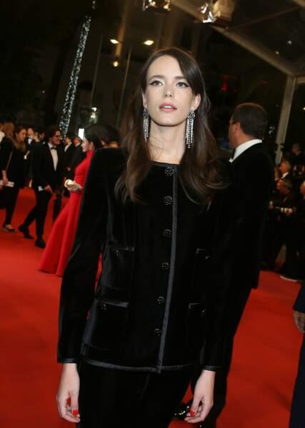 Pour Stacy Martin, la nuit sur la Croisette, c'est noir c'est noir, lors du festival de Cannes 2018.