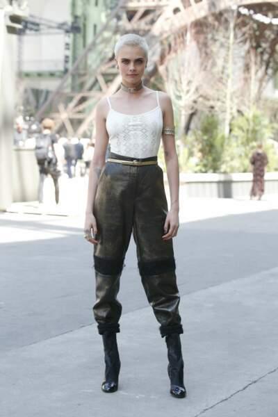 Un look fort à l'allure aventurière toute en Chanel, of course