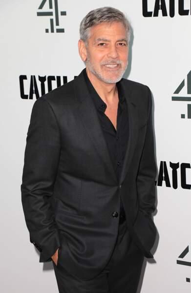 George Clooney, 58 ans, marié, père de deux enfants, barbe et cheveux gris mais toujours au top !