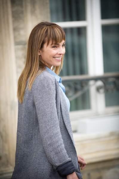 """Claire Keim, cheveux longs blonds et longue frange, sur le tournage du téléfilm """"La dernière échappée"""" en 2014"""