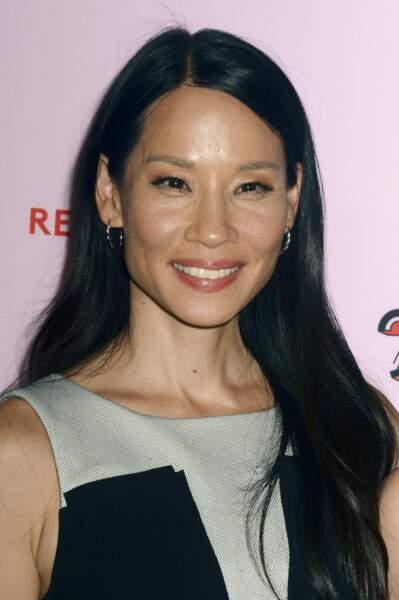 Lucy Liu, magnifique et rayonnante avec une mise en beauté nude.