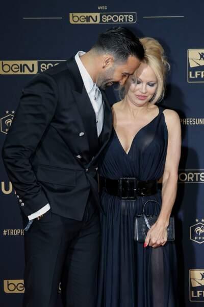 Une tenue audacieuse qui ne cachait rien des charmes de Pamela Anderson, qui fêtera bientôt ses 52 ans
