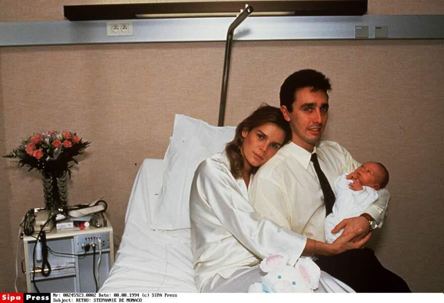 Louis à sa naissance à l'hôpital Princesse Grace, avec sStéphanie de Monaco et Louis Ducruet, en novembre 1992