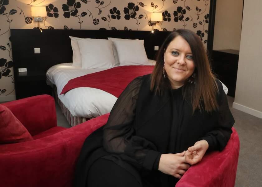 """Aurélie Cabrel, dans une des chambres de l'hôtel restaurant """"Le Square"""" à Astaffort"""