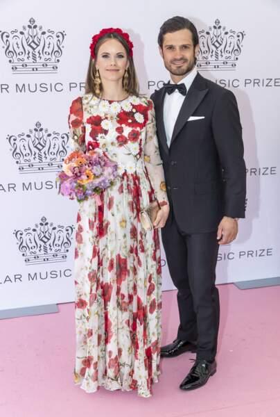 Le Prince Carl Philip et sa femme la Princess Sofia, ravissante en robe fleurie Dolce & Gabbana et bijoux Gas