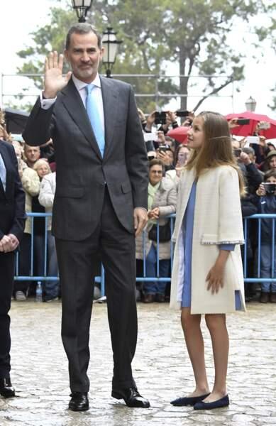 La Princesse Léonor admirant son père, le Roi Felipe VI d'Espagne