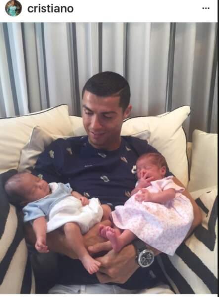 Cristiano Ronaldo et ses jumeaux, Mateo et Eva