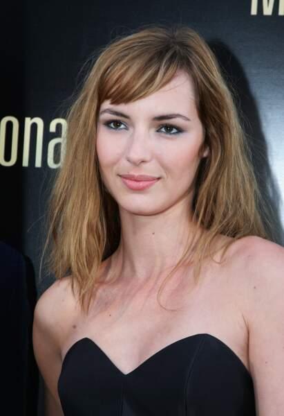 Lors de l'avant-première de La Fille de Monaco, l'actrice s'aime au naturel avec une chevelure wild