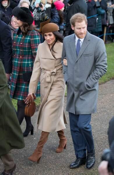 Le prince Harry et Meghan Markle arrivent à l'église St Mary Magdalene pour la messe de Noël, le 25 décembre 2017.