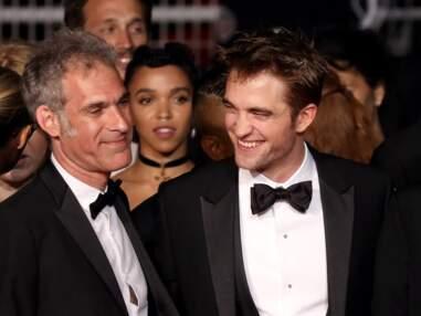 PHOTOS - Robert Pattinson, jamais loin de sa fiancée FKA twigs sur le red carpet cannois