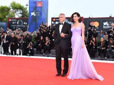 George et Amal Clooney, les jeunes parents souriants et élégant à la Mostra de Venise